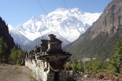 Annapurna 2 with mane on the trail