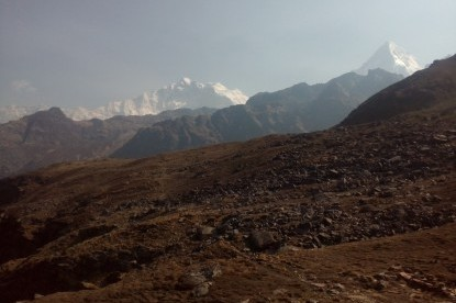 way to khayer lake with annapurna range